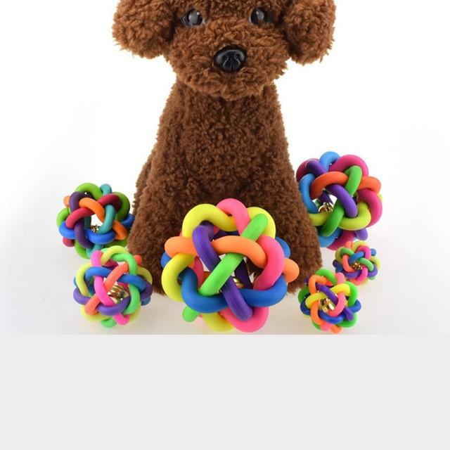 Carino Giocattoli del Cane Pet Dog Cat Toy Gomma Colorata Palla Rotonda con Piccola Campana Arcobaleno Giocattolo Per Cani Gatti da masticare Riproduzione di Recupero