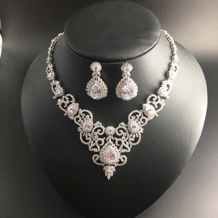 39a4d0c175db 2017 new fashion retro palace romantic V crystal zircon necklace earring  set wedding bride banquet dress jewelry free shipping