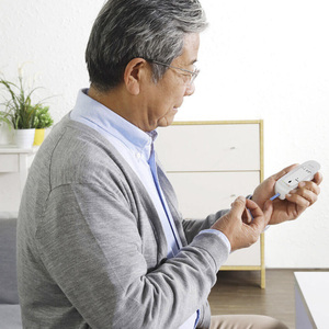 Image 5 - جهاز قياس السكر بالدم من Youpin IHealth مع شرائط اختبار Lancets جهاز قياس السكر بالدم الذكي LCD مع إضاءة خلفية