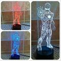 Envío Gratis 1 Piece 3D Avengers Iron Man láser de color cambiante LED Lámpara USB Luz de la noche 3D LED DEL Estado de Ánimo Para juguetes de los niños o regalos