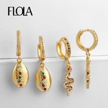 FLOLA Gold CZ Snake Earring Gold Cowrie Shell Huggie Earring Aretes De Moda Summer Huggie Jewelry Woman Cheap Earrings ersq37 цены