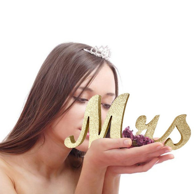 Mr and Mrs Sign Sweetheart Wedding Table Decorations Wooden Letters Gold Glitter With Flower Base Decor Household dropshipping