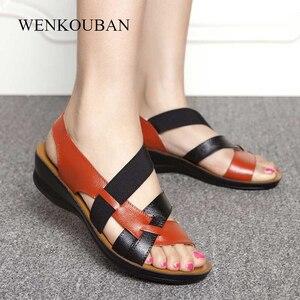 Image 1 - Yeni deri sandalet kadın gladyatör sandalet yaz ayakkabı düz Sandalias takozlar bayanlar rahat ayakkabılar anne yumuşak plaj ayakkabısı