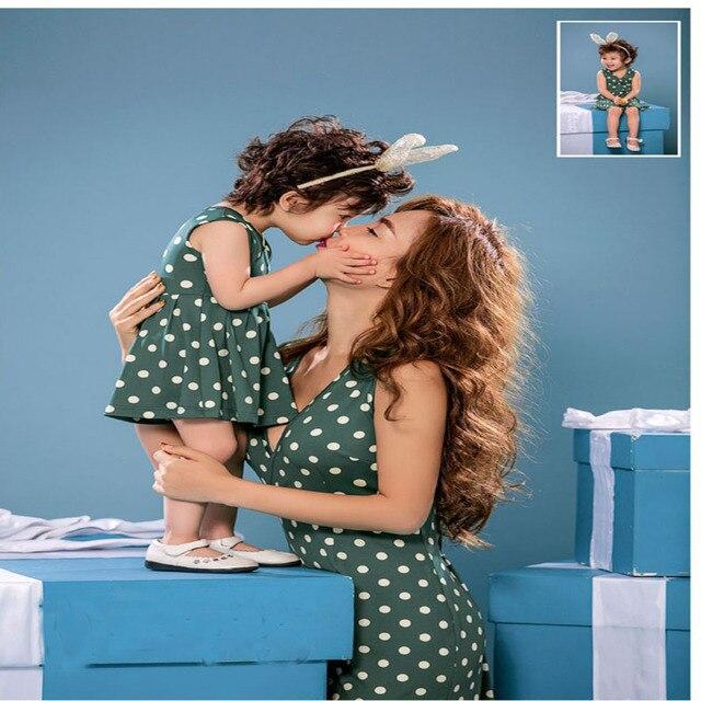 Mirada de la familia 2016 de lunares de Moda v cuello Vestido precioso para la madre y la hija de la Familia juego trajes Madre y niños ropa