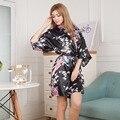 Venta superior Verano de Las Mujeres Kimono Mini Robe Bath Vestido Camisón Yukata Seda Del Faux Negro Pijama Mujer ropa de Dormir Un Tamaño Mdn005