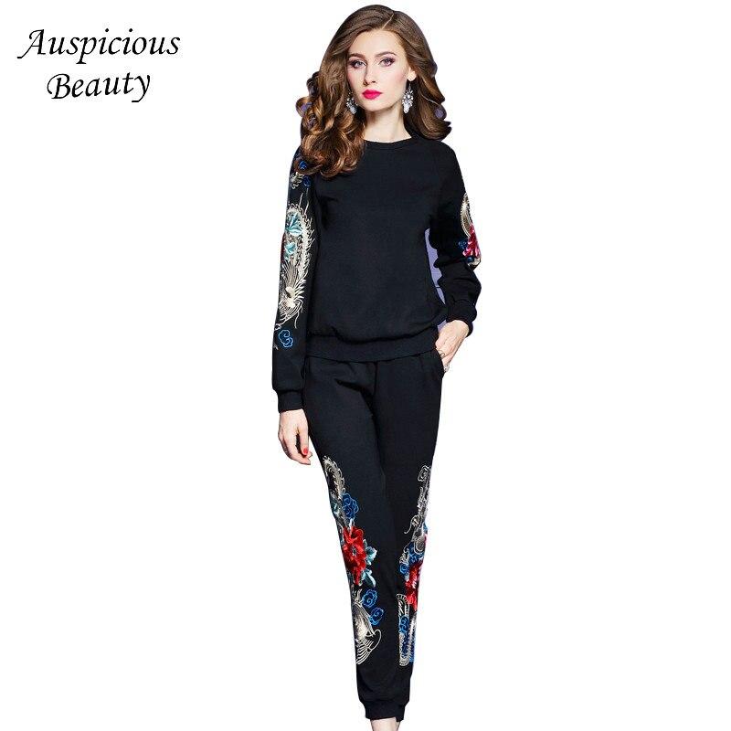 2017 New Winter Women's Sets Female Roman Floral Embroidery Loose Raglan Sleeve Two Piece Set Fashion Woman Black Clothing CX409