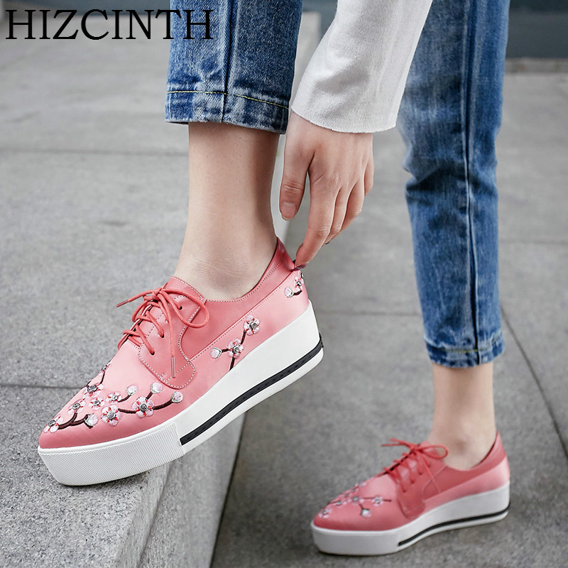HIZCINTH 2018 Spring Brand Women Shoes Embroidery Thick Bottom Flats Platform Shoes Pointed Toe Boat Shoes Loafers Zapatos Mujer hizcinth 2018 brand women shoes patent leather flat platform female single women s shoes students flats loafers zapatillas mujer