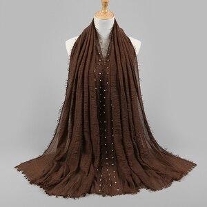 Image 5 - Yeni tasarımlar pamuk eşarp boncuk kabarcık inci kırışıklık şal başörtüsü örtüsü dikiş saçak buruşuk müslüman atkılar/eşarp 55 renk