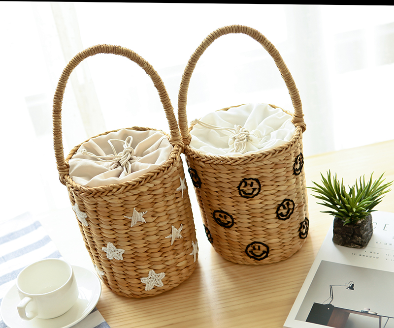 2017 New Embroidery Cute Smiley Face Handmade Braised Straw Bag  Beach Bag Leisure Vacation Bucket Handbag A2934 обувь shoiberg