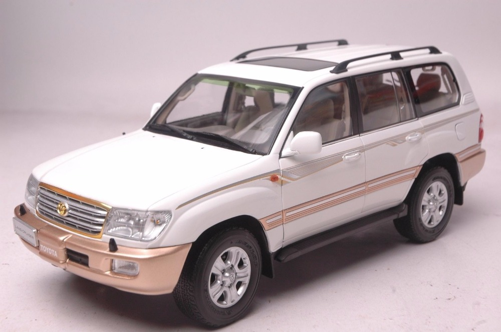 1:18 Diecast Model for Toyota Land Cruiser LC100 2009 White SUV Rare Alloy Toy Car Miniature Collection Gift цена и фото