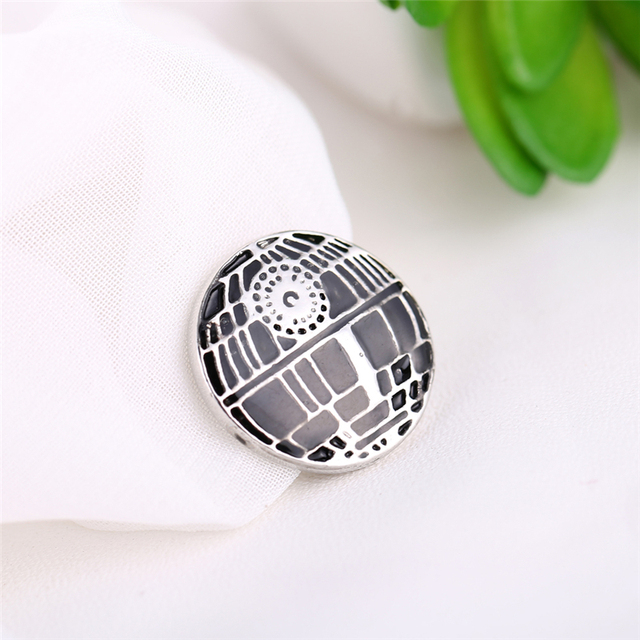 Star Wars Round Brooch Pin