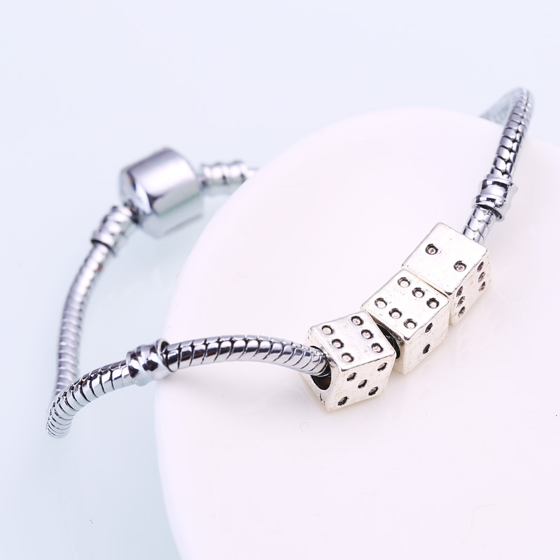 Vintage Silver Metal Dice Beads fit Pandora Charms Diy Handmade Bracelets Big Hole Dice Beads Charms 30pcs/lot BC8809
