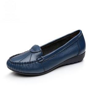 Image 4 - GKTINOO Plus Size 35 43 Vrouwen Flats Nieuwe Mode Echt Leer Platte Schoenen Vrouw Zachte Zool Enkele Schoenen Vrouwen schoenen