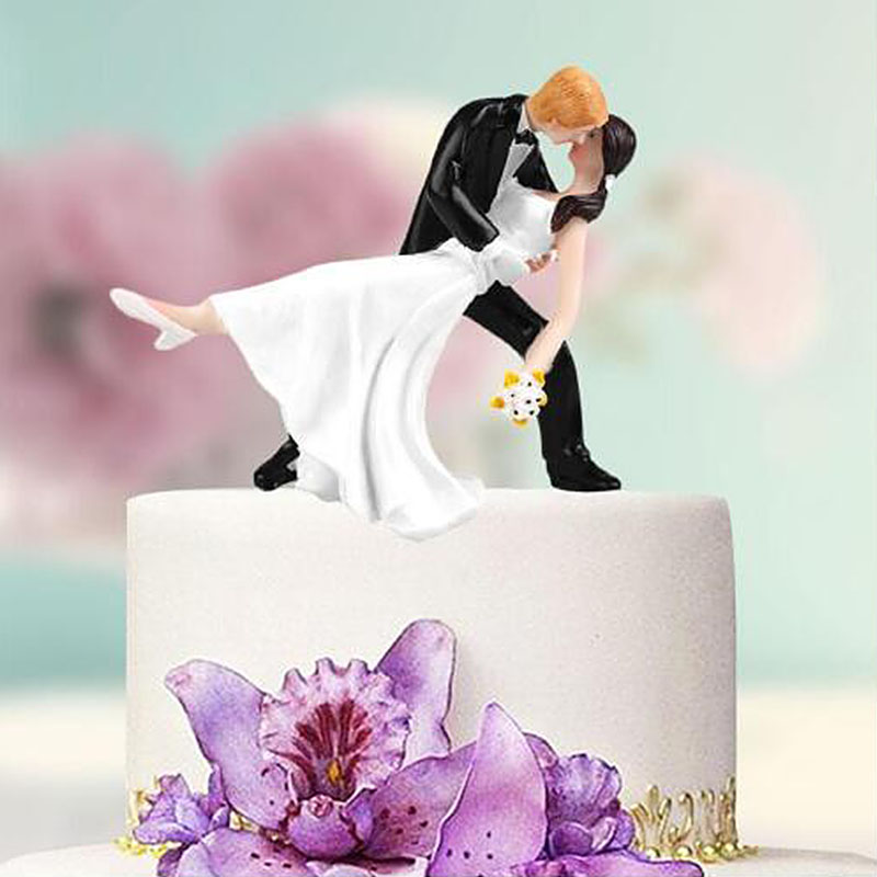 Romantic Cake Doll Bride and Groom Wedding Cake Topper Couple Hug Tango Kiss Bridal Wedding Resin Doll Decoration DA