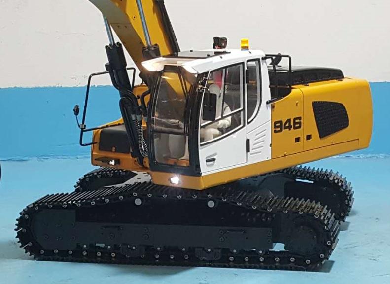 1/14 RC Metal Hydraulic Excavator 946 - 10