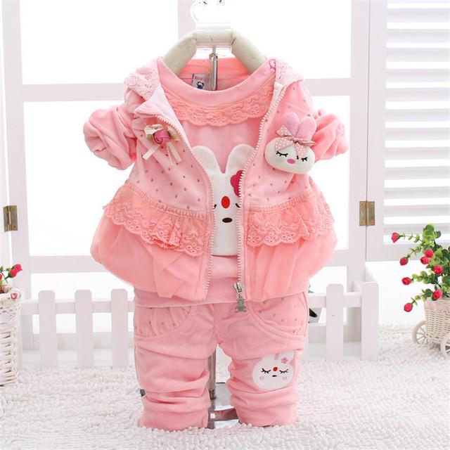 Niños de La Manera Set 2016 Nuevo Diseño Otoño de los Bebés Que Arropan el sistema Lindo conejo de Encaje Niños de Manga Larga camiseta + Pant + Chaleco Con Capucha