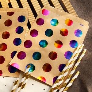 Image 1 - 25 sztuk w kolorowe kropki torby papierowe złota gwiazda cukierki torebka na przysmaki torba na prezent ślub złoty wytłaczanie na gorąco torba papierowa do pakowania prezentów