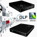 Pequeno mini Projetor portátil HD DLP LED lamp 854x480 300 ANSI lumens 3000 mAh da bateria de até 112 polegada HDMI USB MHL SD tripé livre