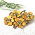 Бесплатная доставка ювелирные изделия сплава ретро старинные элегантный зеленый кристалл желтый цветок брошь