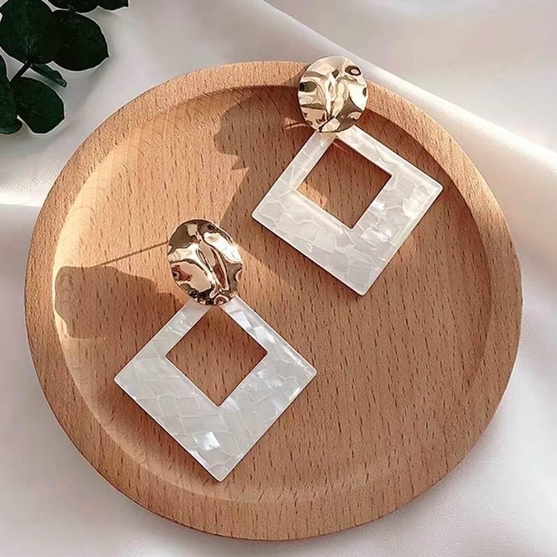 Big Acrylic Drop Dangle Earrings For Women White Geometric Statement Earrings 2019 Fashion Jewelry Simple Korean Style Bijoux