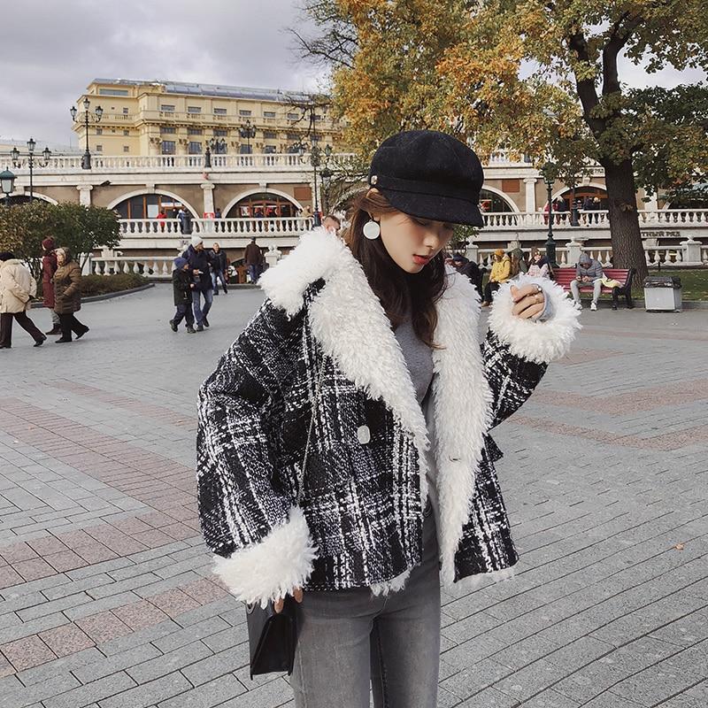 Mishow 2018 Winter Short Woolen Coats Women Plaid Loose Coats Long sleeve Big Fur Collar Thick