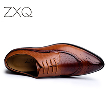 ZXQ New Arrival British Style Men Classic Business Formal Shoes Pointed Toe Retro Bullock Design Men Oxford Dress Shoes