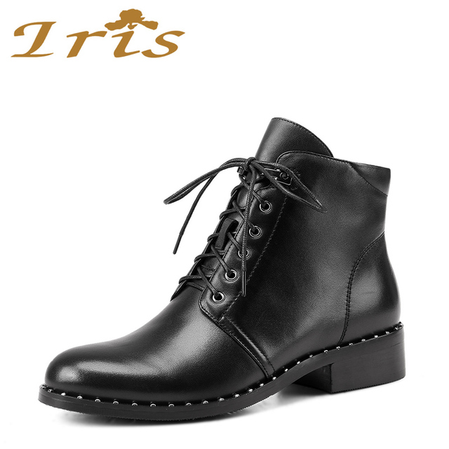 IRIS Mode Stiefeletten Für Frauen Echtes Leder Schwarz Niedrig Flache  Spitze Up Luxus Nieten Studded Booties a7ea8f0ade