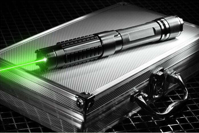 Fort Puissant vert laser pointeurs 2000000 m 532nm Lazer lampe de Poche Allumette/sec bois/noir/cigarettes + 5 caps + Lunettes