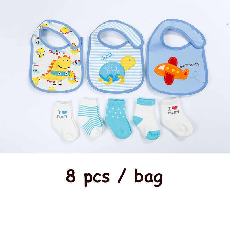 8 adet/torba Bebek Pamuk Önlükler Havlu Çorap Setleri Yenidoğan Çocuklar Su Geçirmez Geğirmek Bezler Kalın sıcak tutan çoraplar Erkek Kız noel hediyesi