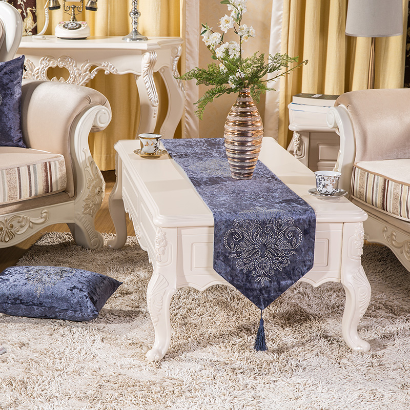 Fesyen Top Quality Luxury Velvet Fabric Thick Hot Drilling Tea Dining Table Runner Flag Hiaskan untuk Rumah Parlor Restaurant