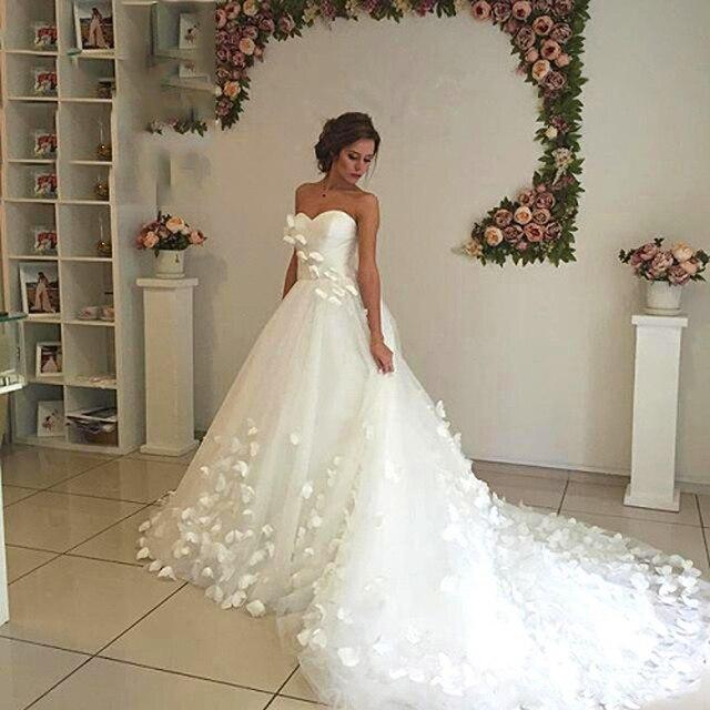 Mooiste Bruidsjurken.Ultra Romantische Witte Bloem Trouwjurk Lange Trein Bloemen Bridal