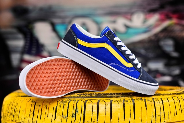 c81881c149 VANS Vans Style Classic Men and Womens Sneakers Blue and yellow stitching canvas  shoes