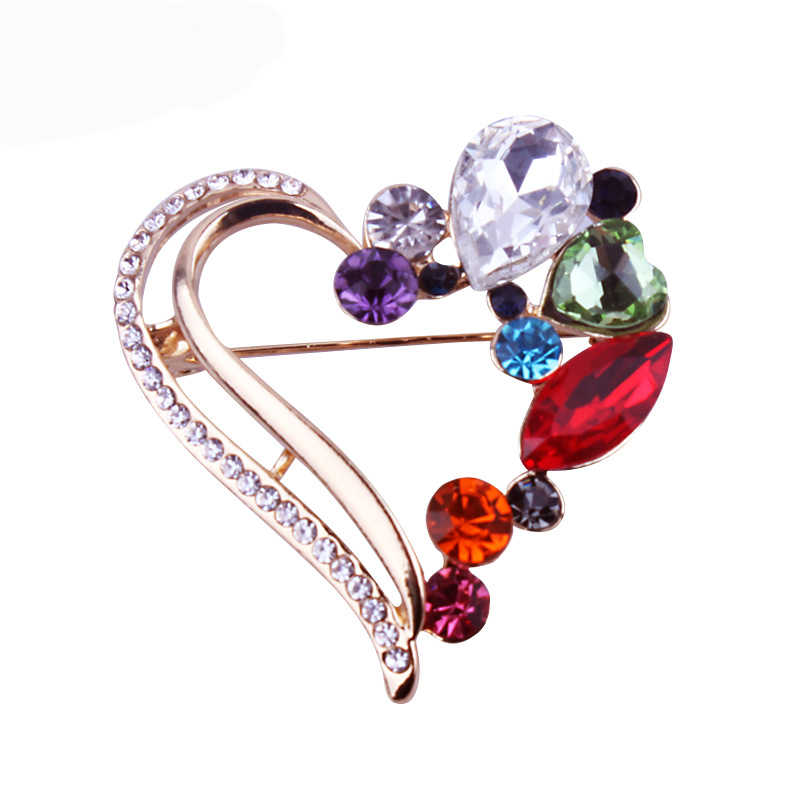 LYIYUNQ Klasik Warna Emas Bros Pin Vintage Jantung Kristal Bros Pins Wanita Pakaian Aksesoris Fashion Perhiasan Kostum