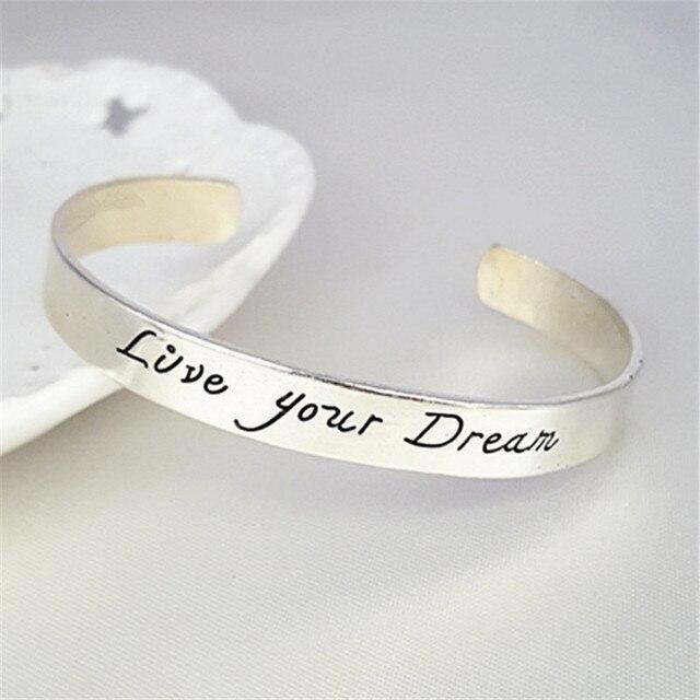 0dd065a87ba3 Nueva moda plata color amor grabado su sueño brazalete personalizado  palabras cita nombre pulseras SL-