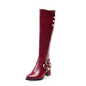 Image 2 - NIEUWE Winter Vrouwen Schoenen Lange Knie Hoge Laarzen Ronde Neus Big Size Med Vierkante Hakken Rits Gesp Korte Pluche warm Binnen Mode