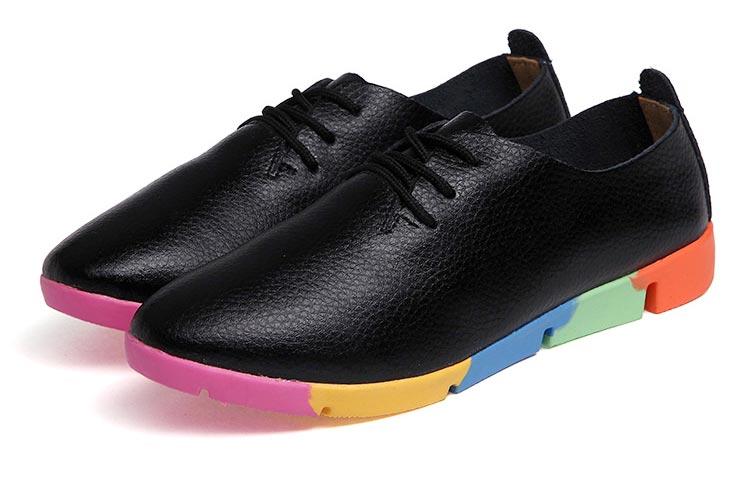10a14219100 Värviliste taldadega kinnised kingad