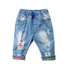 8d05161bc9b35 2018 nouveau Enfants Bébé Garçon Ripped Skinny Jeans Courts Détruits  Effilochés Conçu Denim Pantalon d'été beau belle sauvage mi.