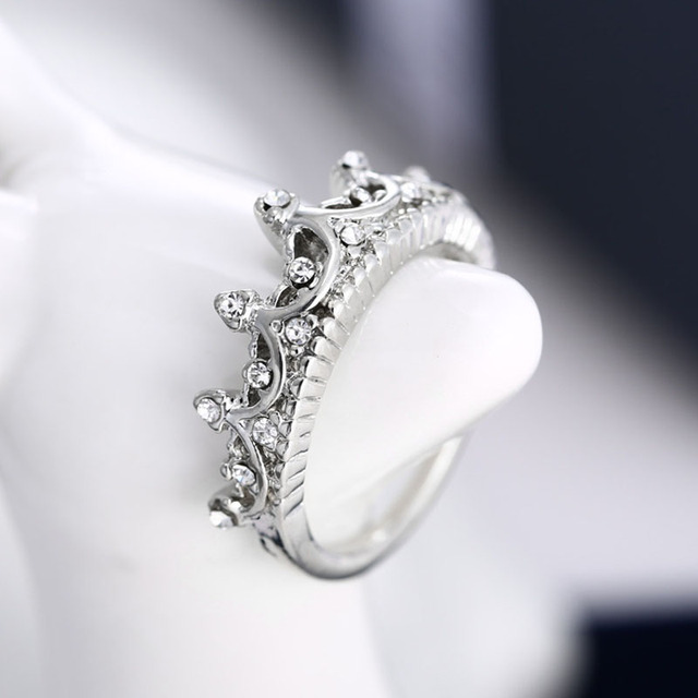 Fashion Crystal Drill Hollow Crown Shaped Queen Temperament Rings For Women Party Wedding Ring Cx17