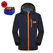Daiwa Outside Fishing Clothes Males Maintain Heat Spring Winter Waterproof Sunproof Fishing Coat Jersey Breathable with Free Towel