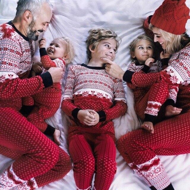 3ada1d37ba9531 R$ 31.67 21% de desconto|Natal Pijamas Família Pai Mãe Mamãe Filha  Combinando Roupas Garoto Bebê Natal Pijamas Terno Família Roupas Combinando  em ...