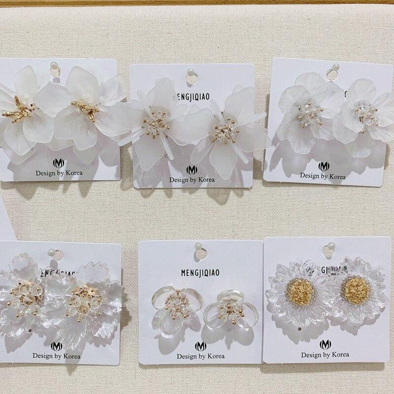 MENGJIQIAO 2019, Pendientes de tuerca con cuentas de pétalo de flor acrílica transparente coreana elegante para mujer, joyería para vacaciones de verano