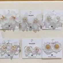 MENGJIQIAO 2019 coreano elegante flor acrílica transparente pétalo cuentas Pendientes de perno para mujeres verano vacaciones Pendientes joyería
