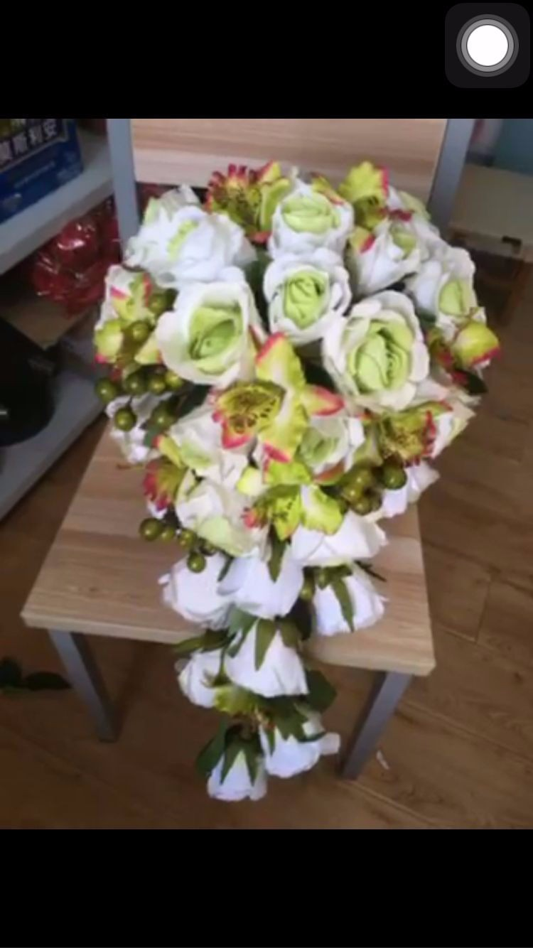 2016-Customized-Red-Bridal-Bouquet-Silk-Cascade-Rose-Bouquet-For-Brides-Holding-Flowers-Elegant-Teardrop-Wedding