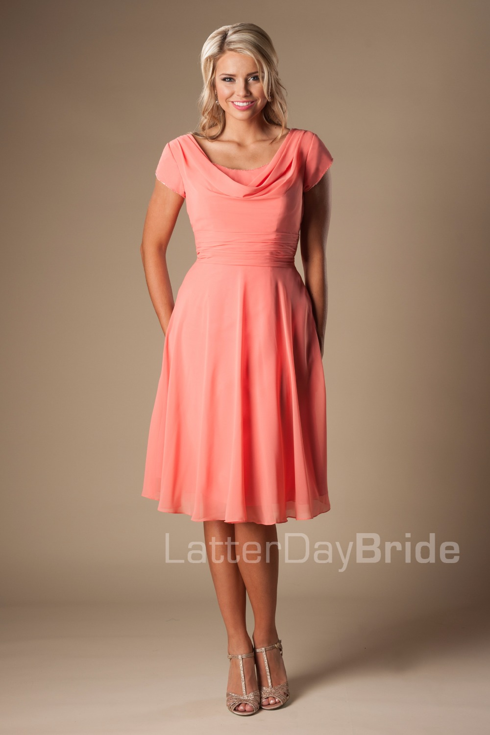 Casual Coral Chiffon Short Modest   Bridesmaid     Dresses   With Cap Sleeves A-line Informal Beach Maids of Honor   Dresses   Custom Made