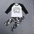Новый 2017 Baby boy одежда 2 шт.. с длинными рукавами Футболки + брюки экипировка Костюм Детская Одежда Установить Мальчиков Весной и Осенью Камуфляж костюм
