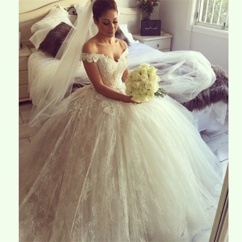Vintage Lace Sweetheart Appliques Cathedral train Off The Shoulder Ball Gown  Wedding Dress Bridal Gown Vestido De Noiva 2016-in Wedding Dresses from ... eec0fde87ff1
