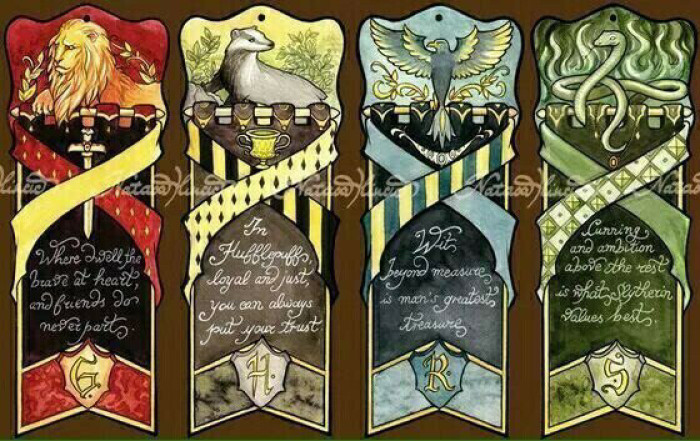 Hogwarts Cosplay Accessory 4 Houses Gryffindor Slytherin Ravenclaw Hufflepuff Logo Flag Retro Style Wall Tapestry Halloween Cos