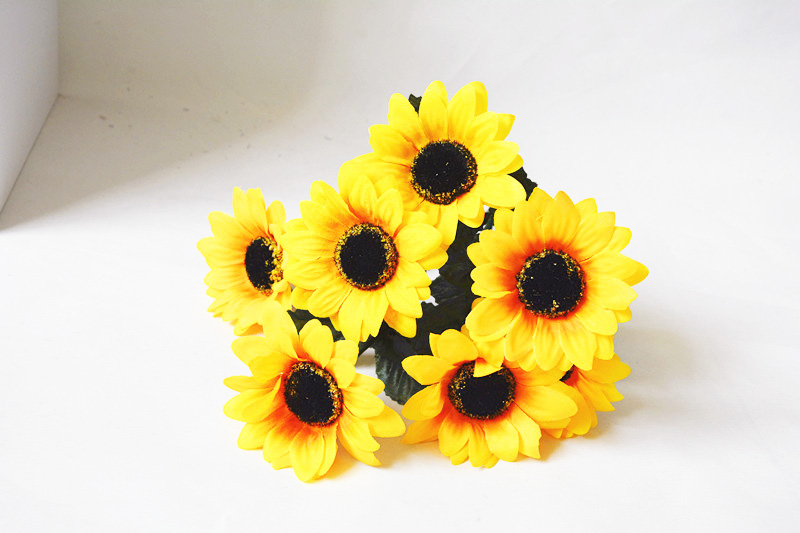 High Quality 7 Heads Sunflower European Artificial Flowers Spring Yellow Sunflower Fake Wedding Home Party Decoration  flower