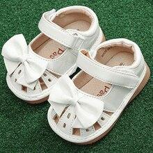 Обувь для маленьких девочек с пищалкой; сандалии ручной работы с бантом из ленты для детей 1-3 лет; летние белые туфли для малышей; nina sapatos fun