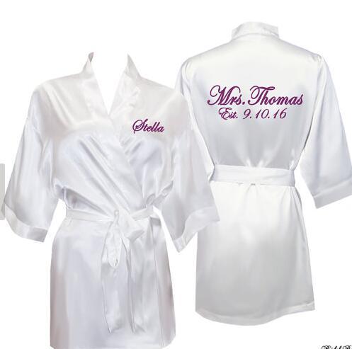 bfe753cc0 Personalizado nome data impressa Da Noiva do casamento Da Dama de honra de  cetim pijamas vestes nupciais do chuveiro kiminos presentes decorações do  partido ...